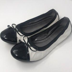 Adrienne vittadini flats white black